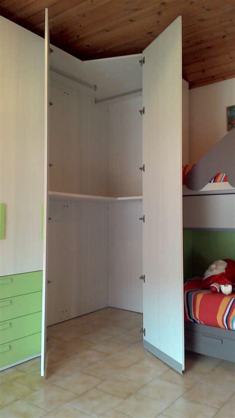 armadio angolare da letto cameretta battistella klou scontato 50 camerette