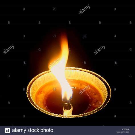 luce candela luce di candela nella notte buia foto immagine stock