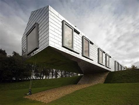building a house on a slope a house balanced on the edge of a slope designtaxi com