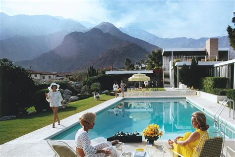 libro poolside with slim aarons slim aarons quot poolside gossip quot 1970 a desert house in palm springs designed by richard neutra