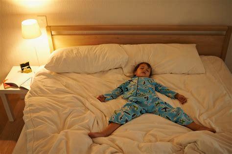 kalorienverbrauch schlafen jedem die richtige portion schlaf migros impuls