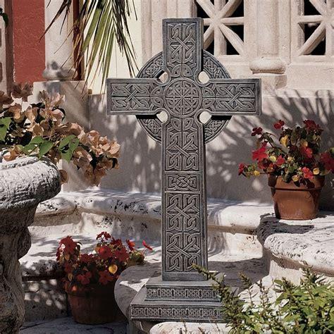 Celtic Garden Decor Shop Design Toscano Bannockburn Celtic Cross 28 In Religion Garden Statue At Lowes