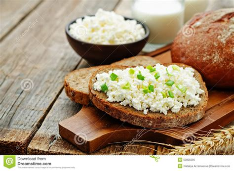 What To Eat With Cottage Cheese Healthy by Healthy Breakfast With Whole Grain Rye Bread Cottage
