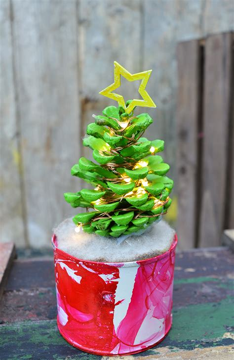 how to make pine cone christmas tree with lights pillar