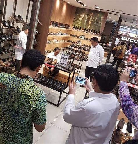 Sepatu Wakai Di Manado Jalan Jalan Di Mall Manado Presiden Jokowi Jajal Sepatu