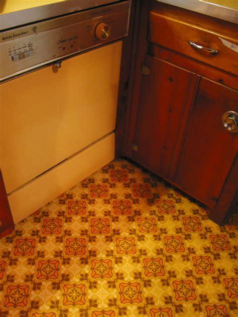 How To Make Linoleum Floors Shine by 3