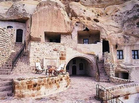 5 underground homes and hotels for desert dwellers and