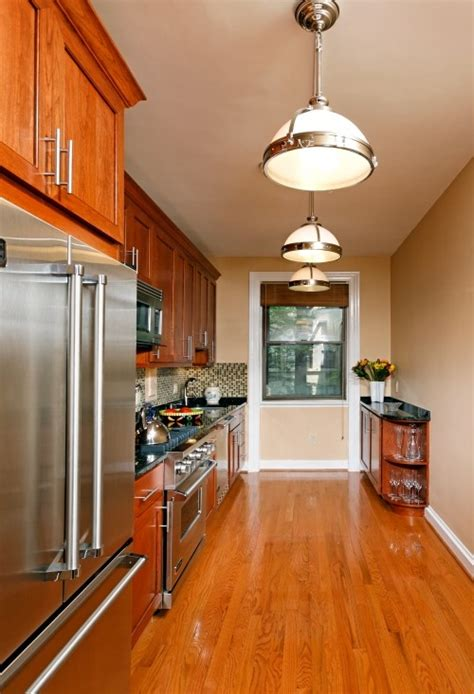 how to organize a galley kitchen question i to cook but the galley kitchen in my