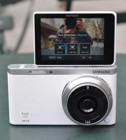 samsung nx mini is the perfect camera for the selfie