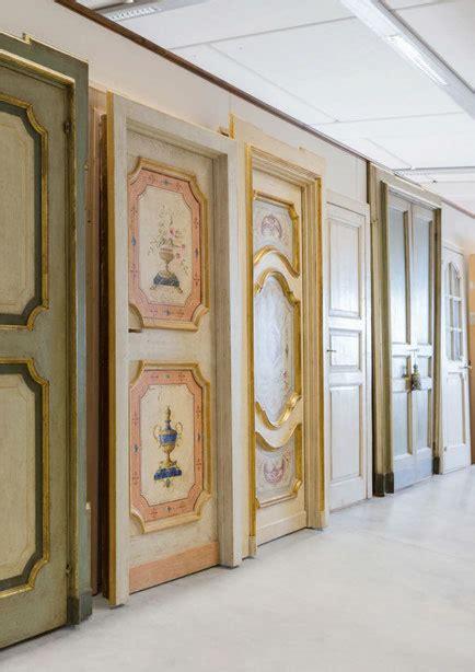 riproduzioni mobili antichi mobili antichi e porte da sogno in un ambiente da