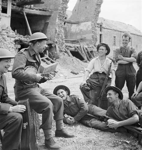 radio 240 hay b c ti p d tim th y tinh yeu c a minh file george formby entertains troops in the ruins of a