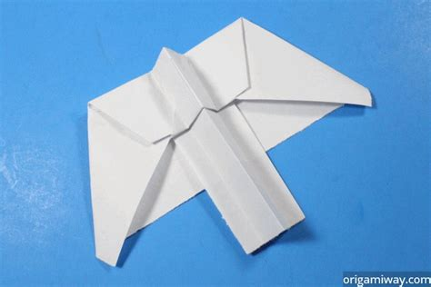 How To Make A Paper Airplane Turn Right - pteroplane paper airplane