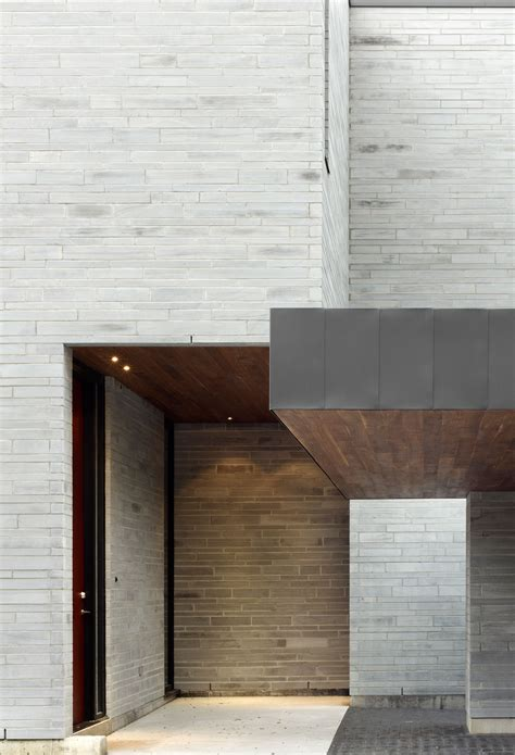 exterior wall design for house cedarvale ravine house designed by drew mandel architects keribrownhomes