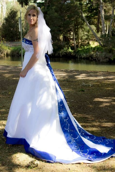 WHITE AND ROYAL BLUE WEDDING DRESS FOR SALE   Capriess