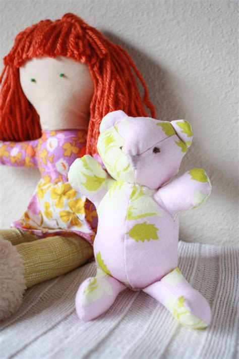 Handmade Blogs - one minute handmade doll sewing tales hop