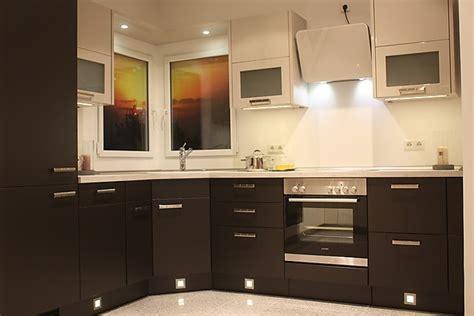 helle küche mit dunkler arbeitsplatte nobilia musterk 252 che dunkle winkelk 252 che mit hellen lack