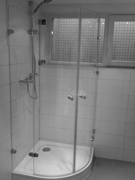 vorm fenster dusche vorm fenster dreh falt dusche dusche vorm fenster