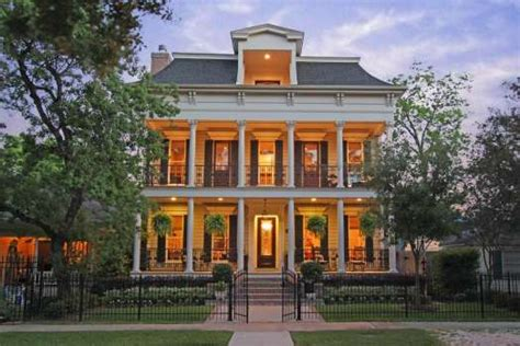 New Orleans Style Homes by Heights New Orleans Style Home Has Indoor Outdoor Living