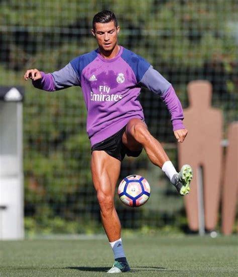 Rompi Sweater Real Madrid Cr7 real de madrid cristiano ronaldo s entraine comme un fou
