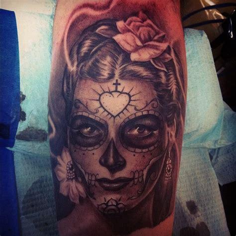 un tattoo de catrina santa muerte inkage