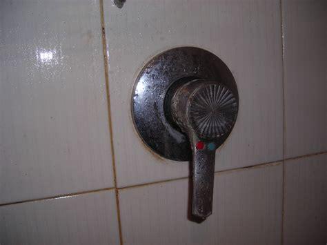 sostituzione miscelatore doccia come sostituire un miscelatore a parete x la doccia fai