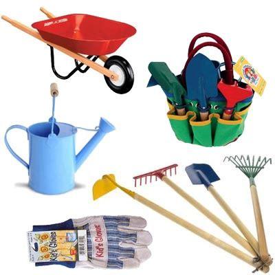 attrezzi da giardiniere attivit 224 all aperto per mamme e bambini il giardinaggio