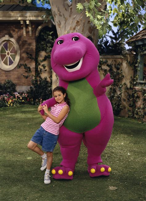demi lovato on barney age here s a photo of selena gomez with barney on the set of