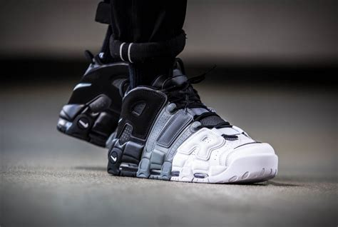 Sepatu Basket Air More Uptempo Bulls Black White nike air more uptempo 96 noir and blanc