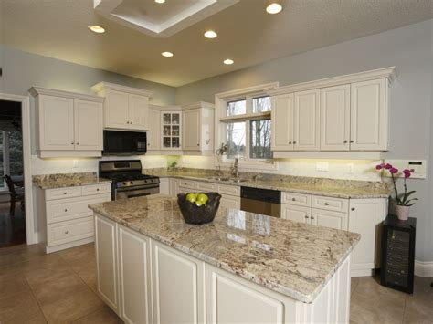 White Kitchen Cabinets Beige Countertop by Kitchens With Brown Cupboards Kitchens With Beige Granite Beige Butterfly Granite