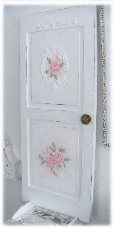 come decorare una porta come decorare una vecchia porta con il decoupage