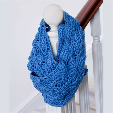 How To Make An Infinity Scarf With Yarn Infinity Scarf Free Pattern Crafty Yarns