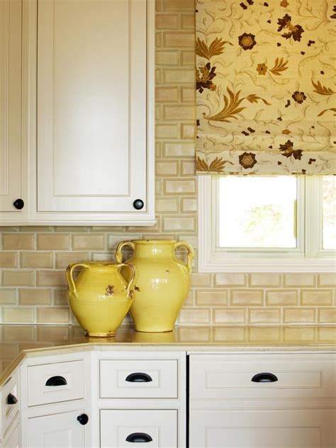 Yellow Kitchen Backsplash Ideas Floral Window Shade In Pale Yellow Kitchen The Yellow And White Floral Print Of This