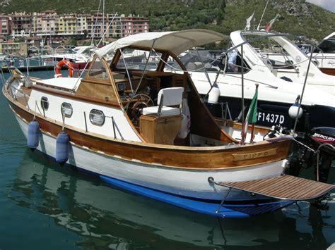 gozzo ligure cabinato cerulli gozzo cabinato 74 pi 249 barche