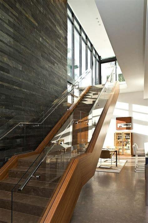 bäthe treppen treppe mit glasgel 228 nder massiv steinwand gestaltung