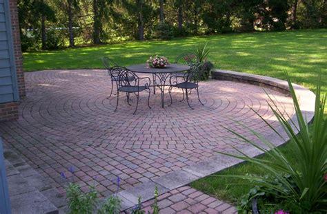 terrassenboden ideen entspannendes patio gestalten wie macht das am besten