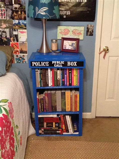 kinderzimmer schrank bemalen my tardis bookcase diy