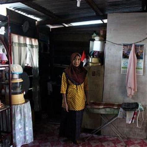 Magnet Kulkas Unik Dari Negara Malaysia rumah warga di perbatasan teras di wilayah indonesia dapur di malaysia kompas