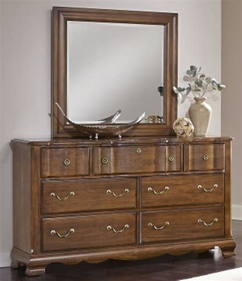 Antique Cherry Bedroom Furniture Villa Antique Cherry Sleigh Bedroom Set 522 553 355 722 Vaughan Bassett