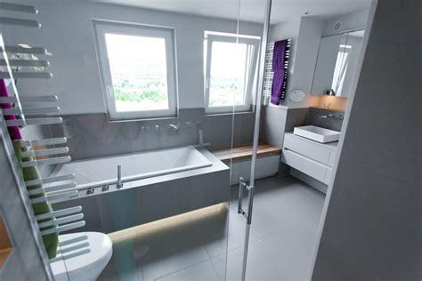 badezimmer sitzbank badezimmerm 246 bel wei 223 hochglanz und echtholz sitzbank