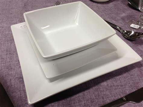 bicchieri quadrati servizio da 6 piatti quadrati bianchi mobili corso