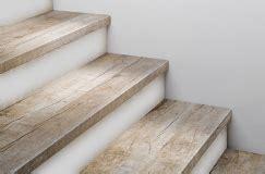 stahlgeländer aussen treppenstufen holz fur betontreppe kreatives haus design