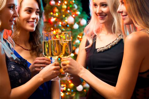 Bar Giveaways - holiday bar promotions that work buzztime