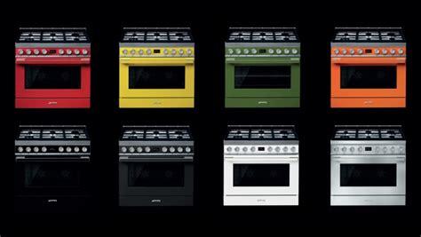 cucine libera installazione smeg la cucina smeg si colora dei colori di portofino smeg it