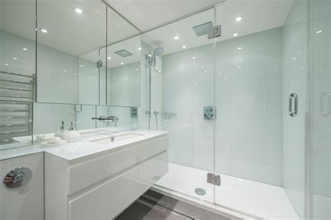Posh Kensington Shower Bath by 28 Posh Kensington Shower Bath Luxury Accommodation