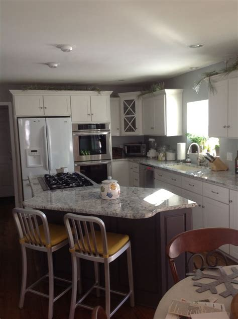 Sherwin Williams Origami White (SW7636) Island and Butlers
