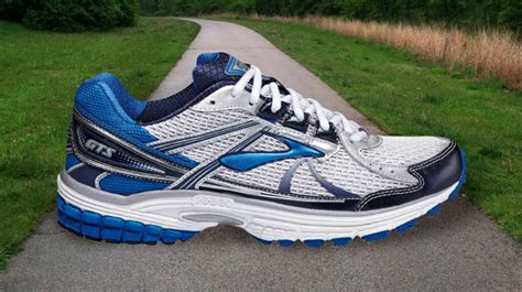 best flat running shoes the 8 best sneakers for runners with flat complex