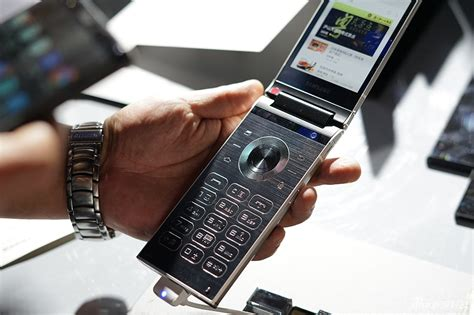 samsung w2018 flip phone has dual displays and an f 1 5