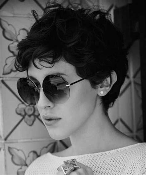 short hair lady in new applebees commercial 17 best images about haare on pinterest short pixie for