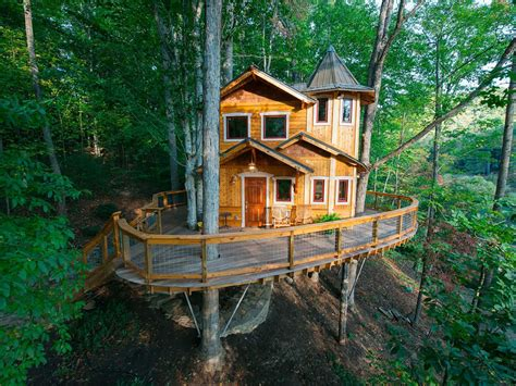 treehouse homes vacation rentals 10 epic treehouses to rent for the night