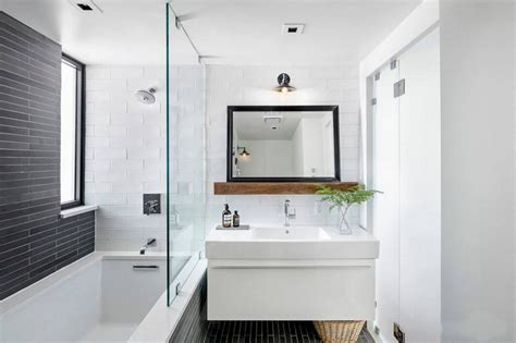 decorating a small bathroom return day property